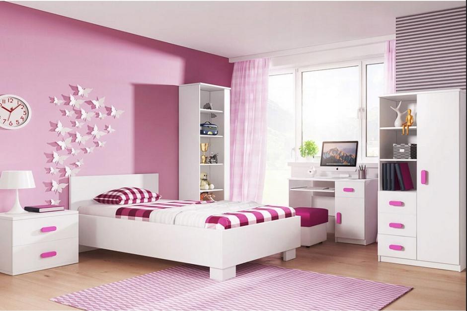 białe meble dla dziewczynki i różowe ściany